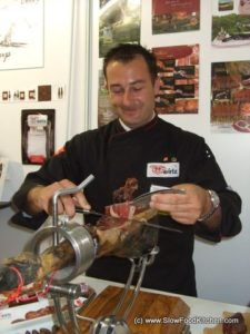 Domingo slicing Jamon