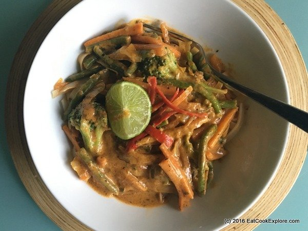 Easy weeknight supper- Thai Red Curry Vegetable Noodles