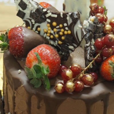 Festive Cake Decorating with We bake