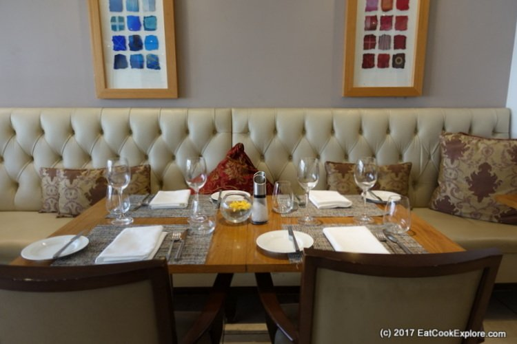 Lowndes Bar and Kitchen Book and Brunch Review