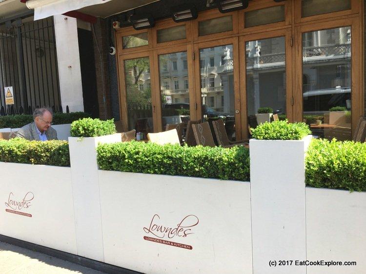Sunny alfresco dining in Knightsbridge
