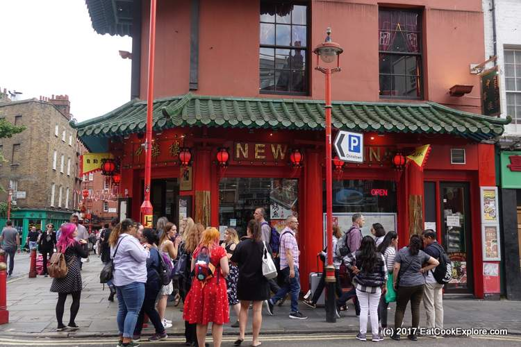 A gaggle of bloggers in Chinatown