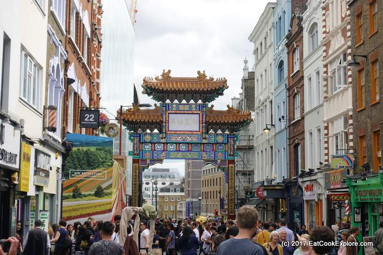A touristy shot of the new gate in Chinatown London