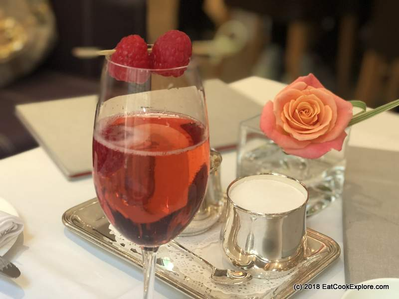 A Floral Afternoon Tea at COMO The Halkin for #FridasBelgravia